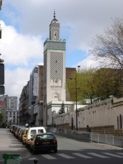 la Grande Mosquée of paris offers dishes heat